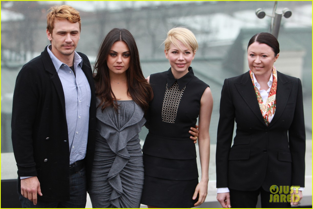 michelle williams mila kunis oz great powerful moscow photo call 01