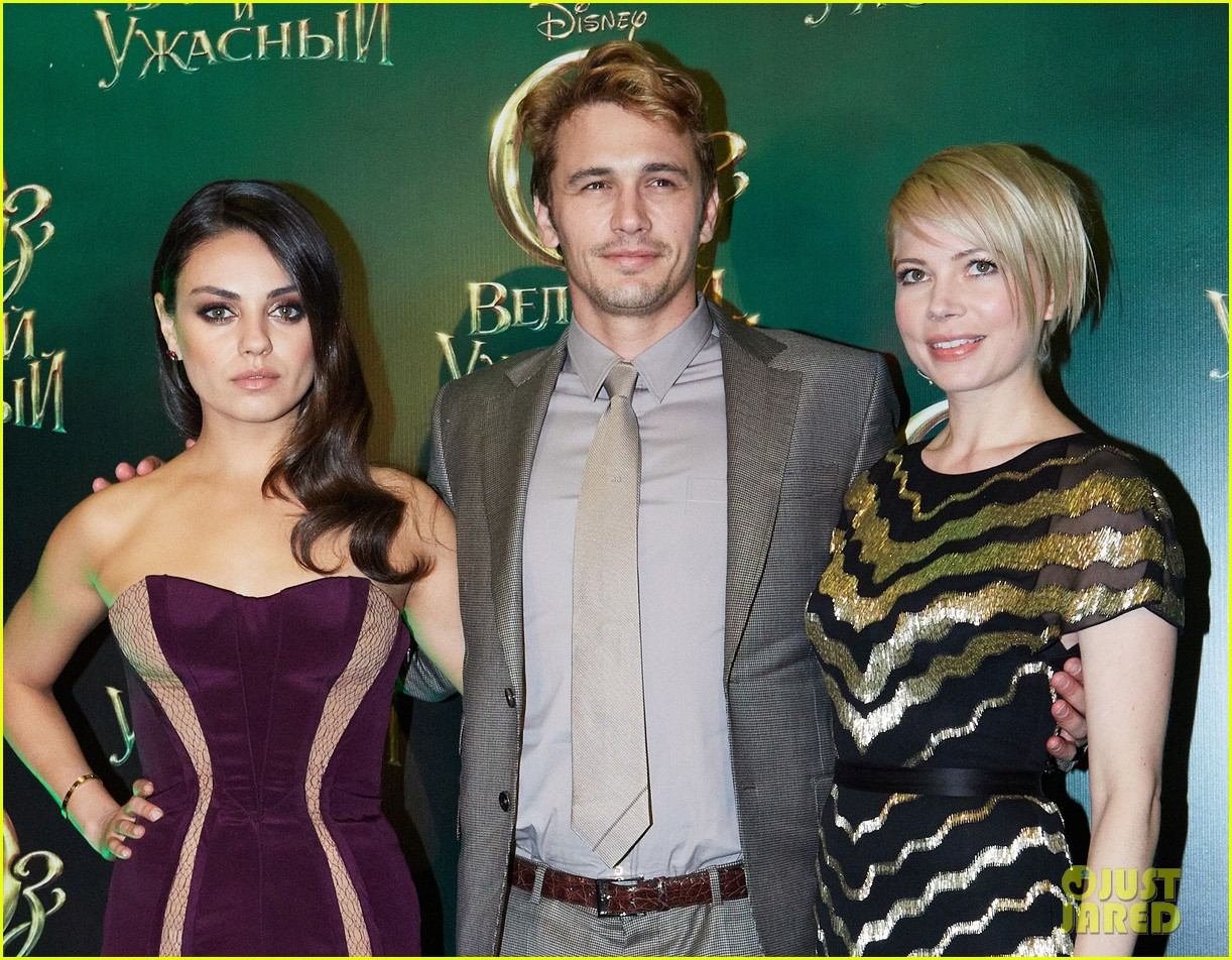 michelle williams mila kunis oz great powerful moscow premiere 12