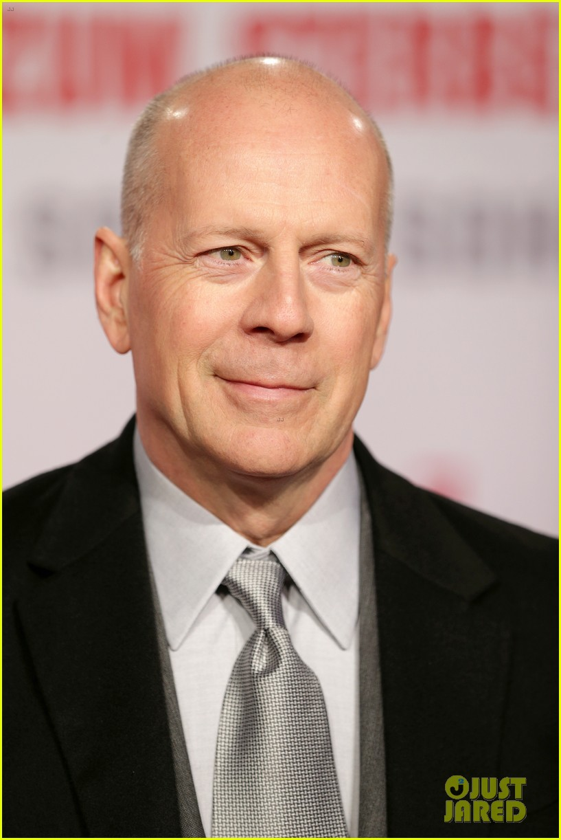 bruce willis emma heming die hard red carpet kiss 022804598