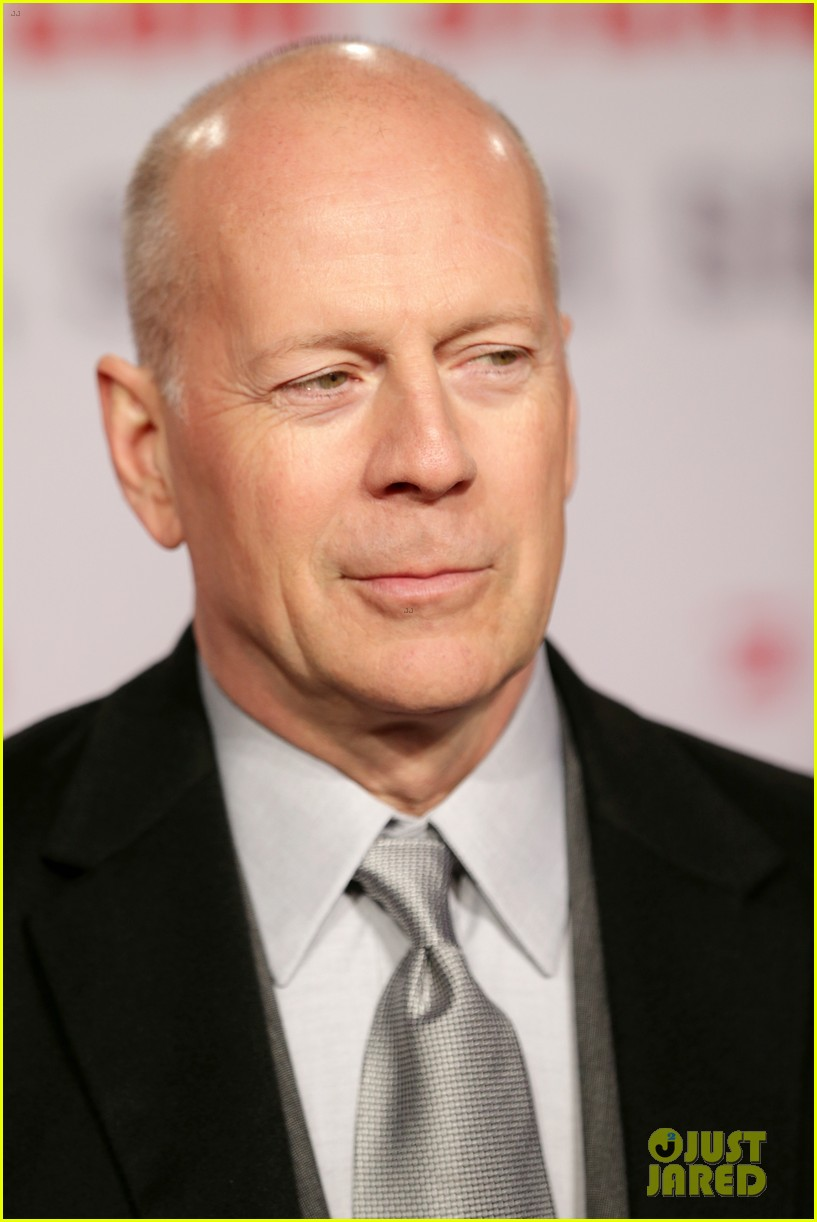 bruce willis emma heming die hard red carpet kiss 11