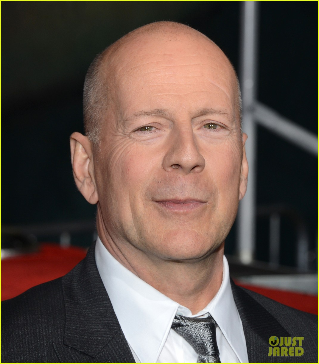 Displaying 16> Images For - Bruce Willis 2013