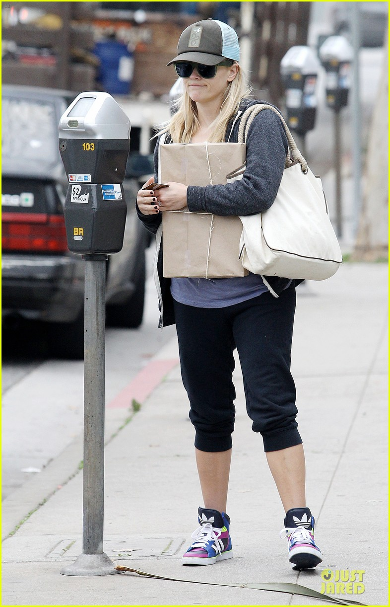 reese witherspoon soul cycle supporter 08