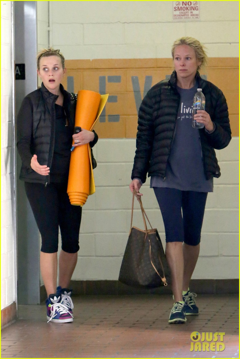 reese witherspoon shopping with ava 03