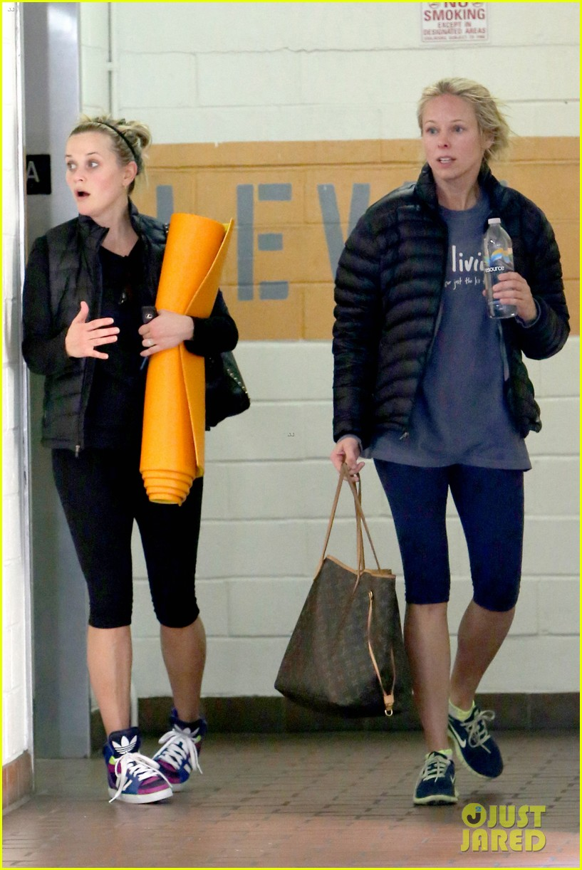 reese witherspoon shopping with ava 212803866