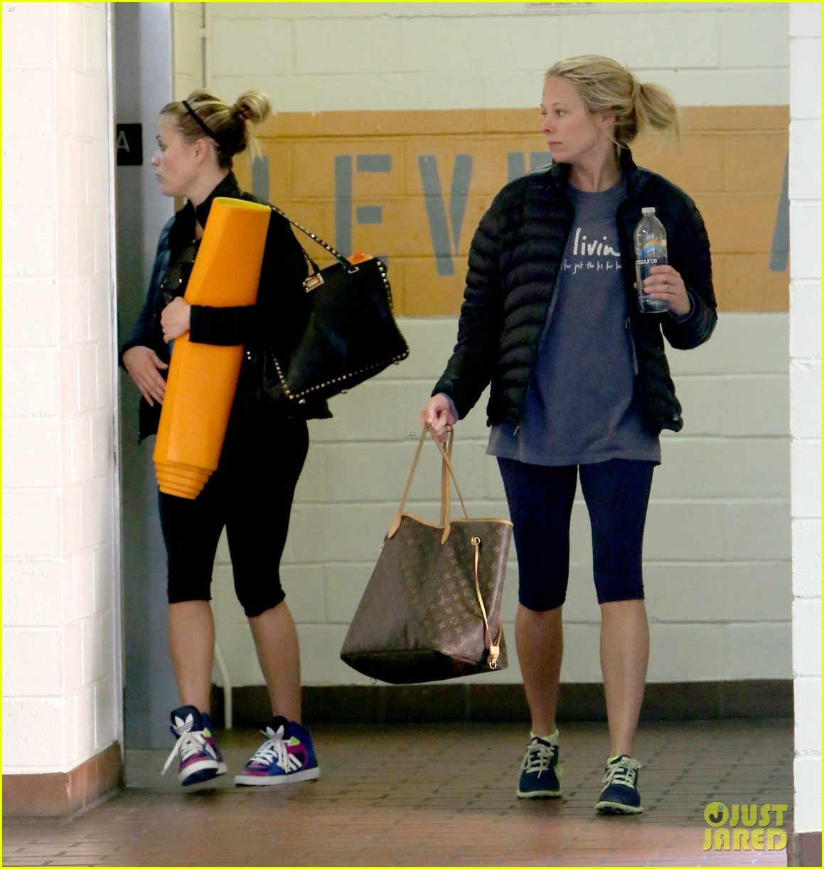 reese witherspoon shopping with ava 24