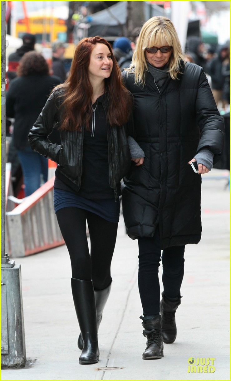 shailene woodley red hair on amazing spider man 2 set 012820863