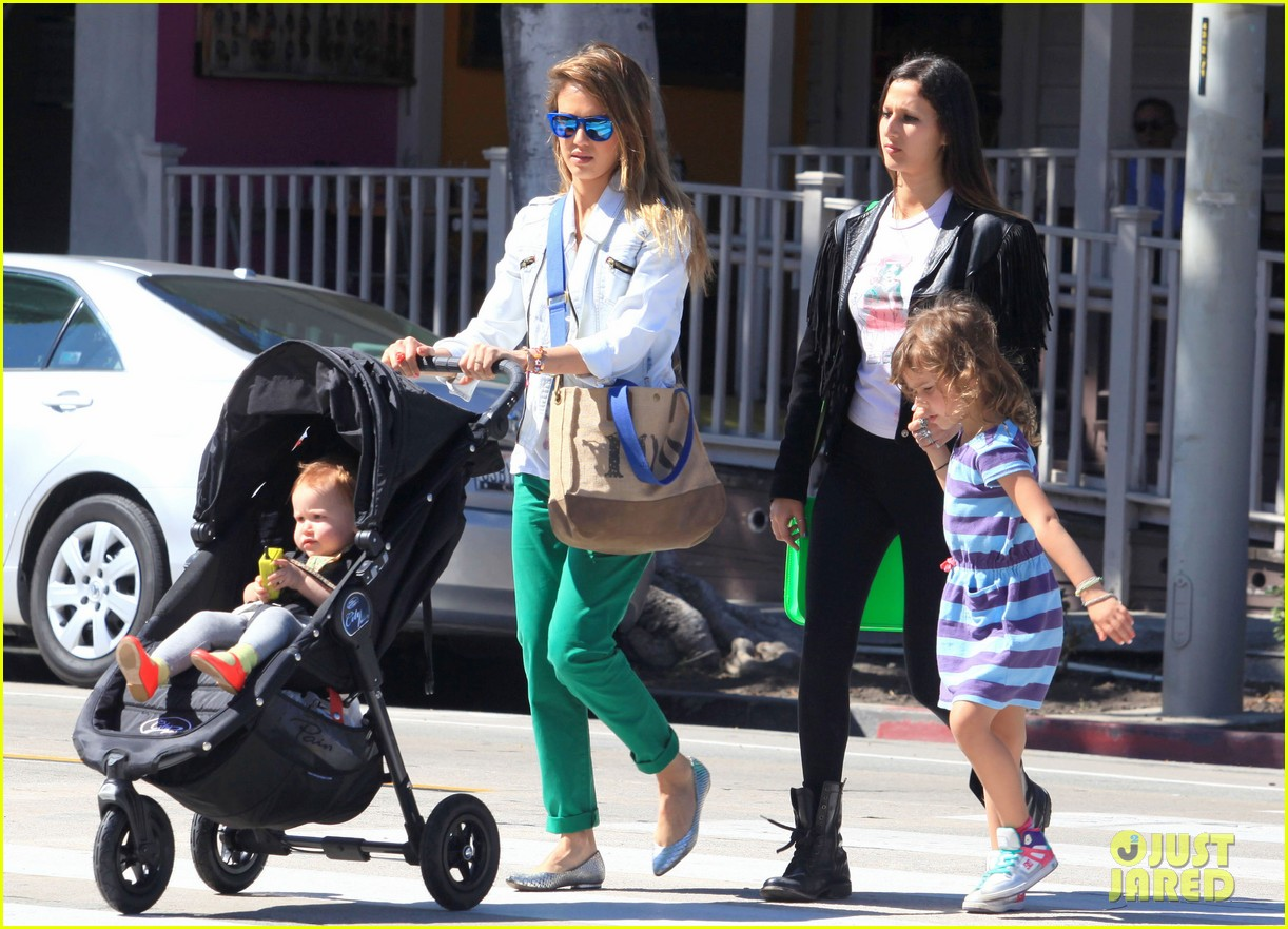 jessica alba le pain quotidien lunch with the kids 11