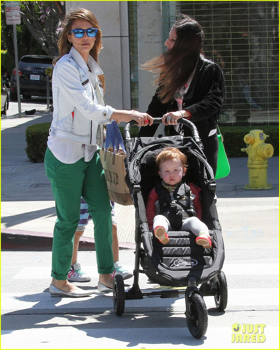 jessica alba le pain quotidien lunch with the kids 23