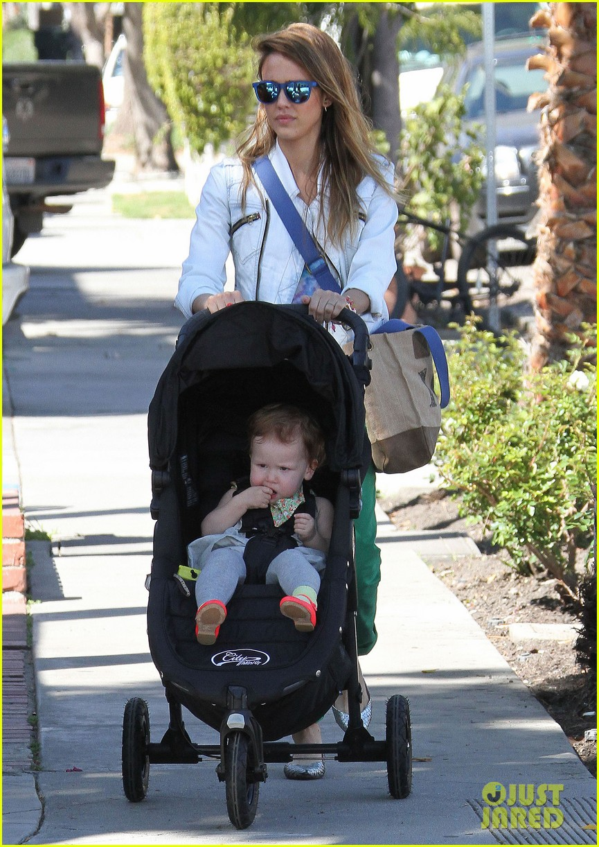 jessica alba le pain quotidien lunch with the kids 25