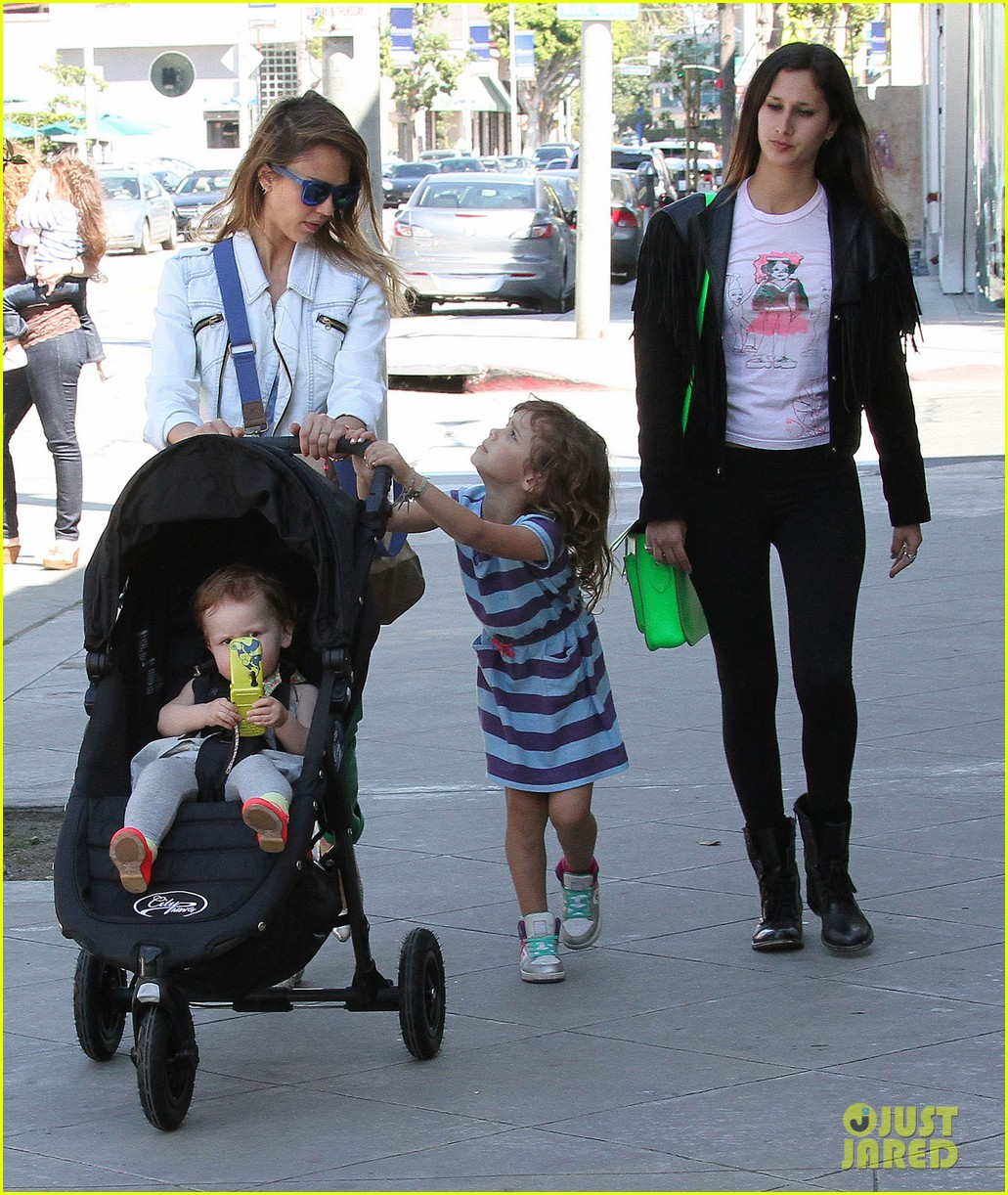 jessica alba le pain quotidien lunch with the kids 28