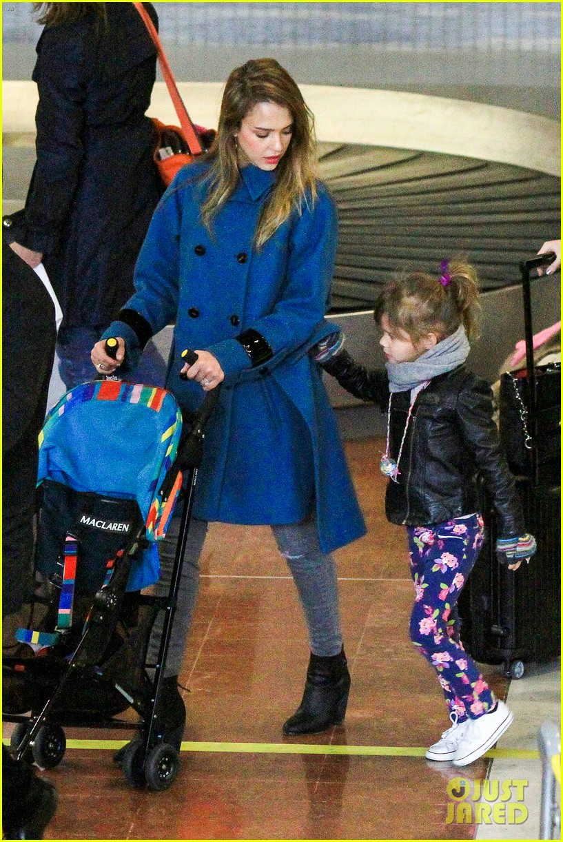 jessica alba paris arrival with honor 322823129