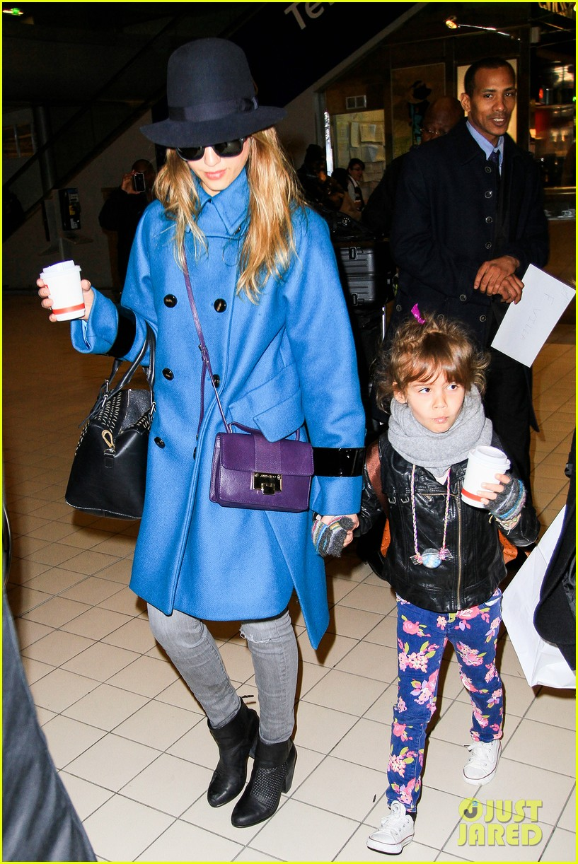 jessica alba paris arrival with honor 332823130