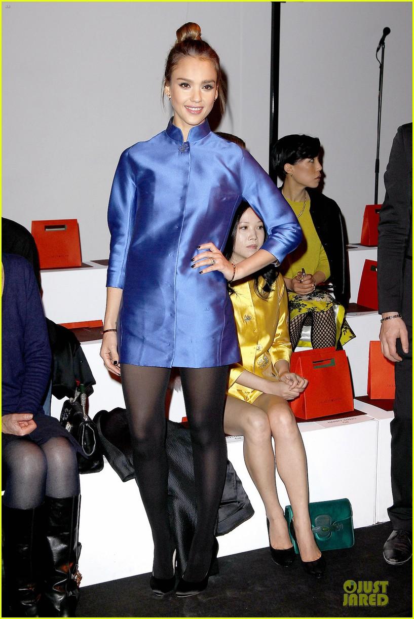 jessica alba shiatzy chen fashion show 06