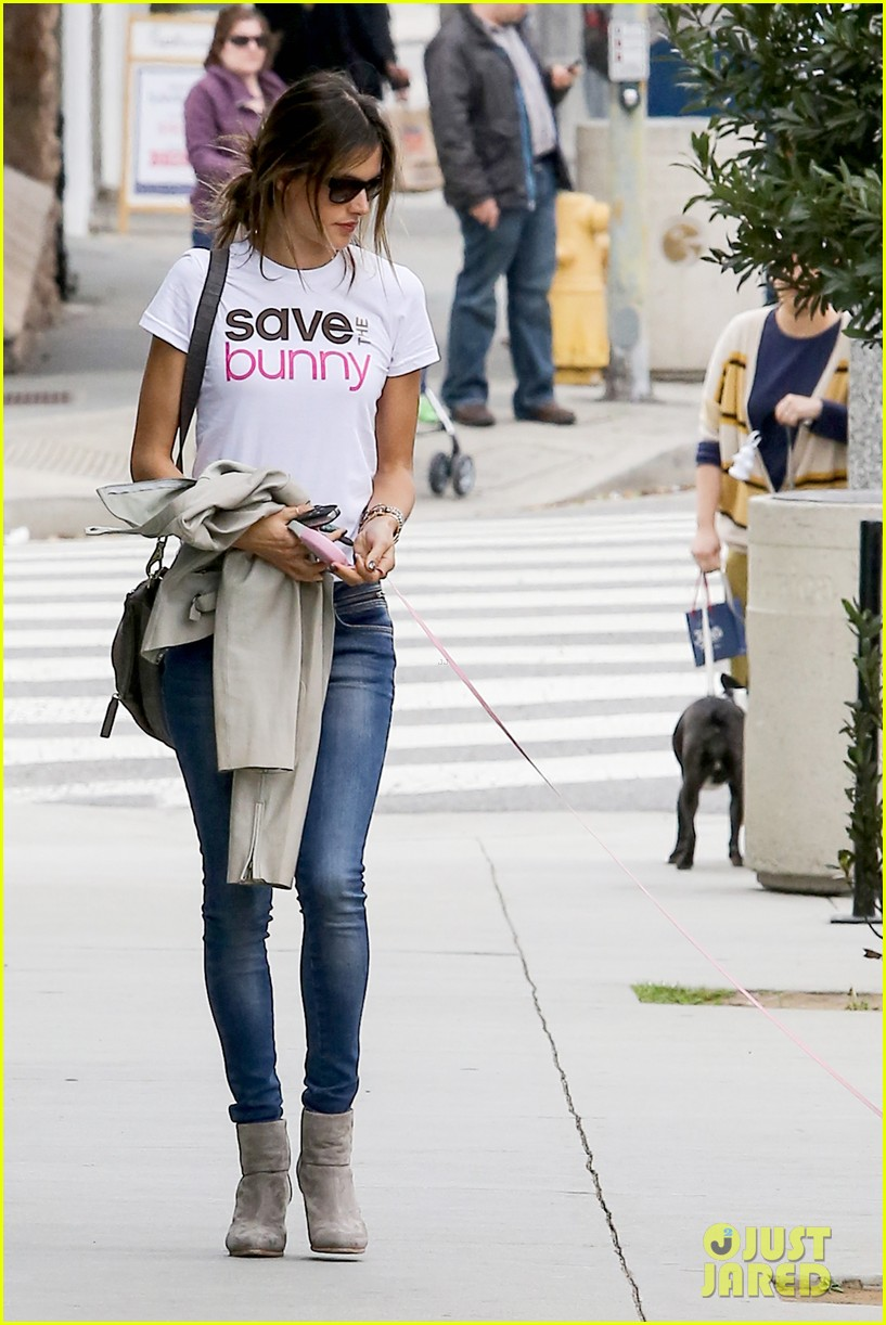 alessandra ambrosio save the bunny beauy 122834525