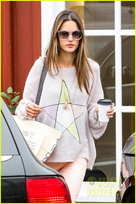 alessandra ambrosio fred segal shopper 052833198
