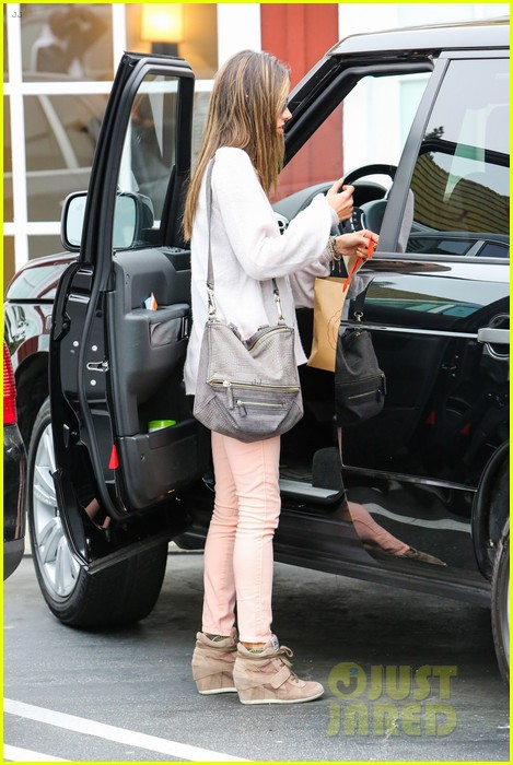 alessandra ambrosio fred segal shopper 26