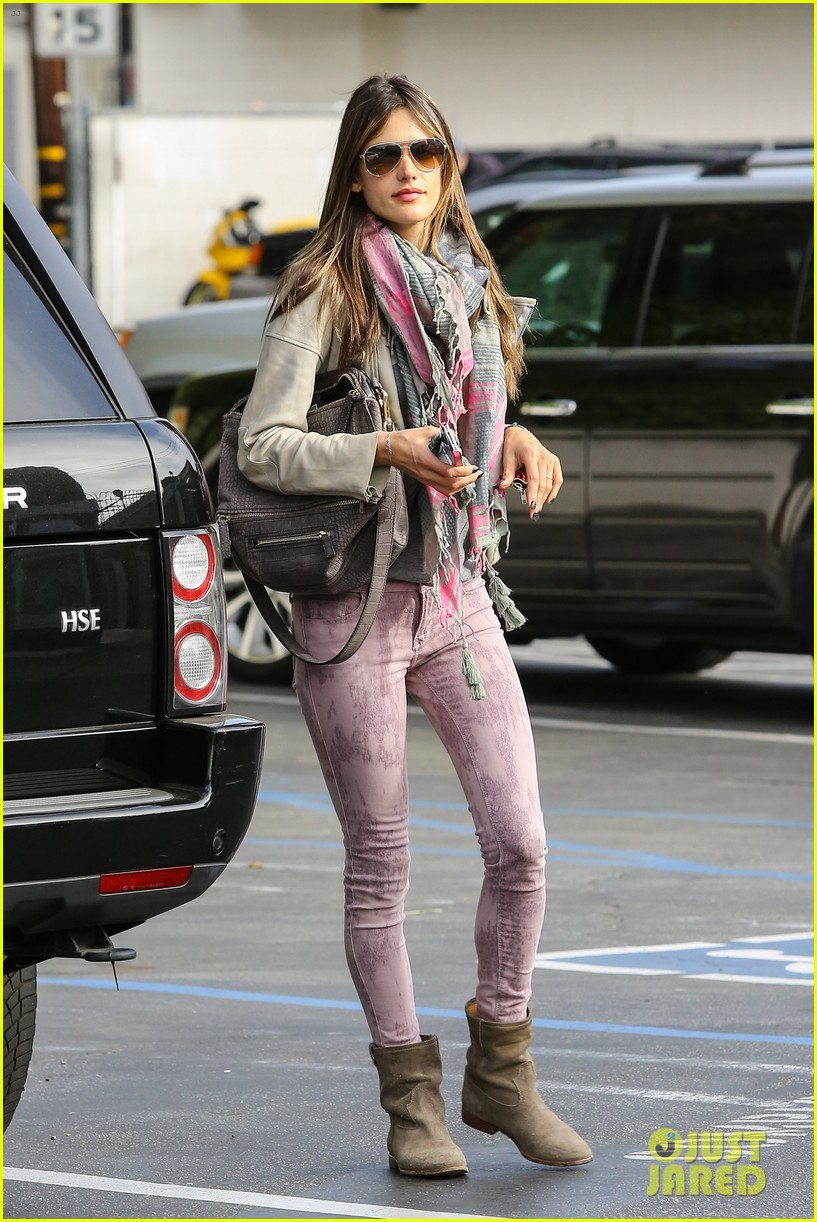 alessandra ambrosio brentwood country mart beauty 022840997