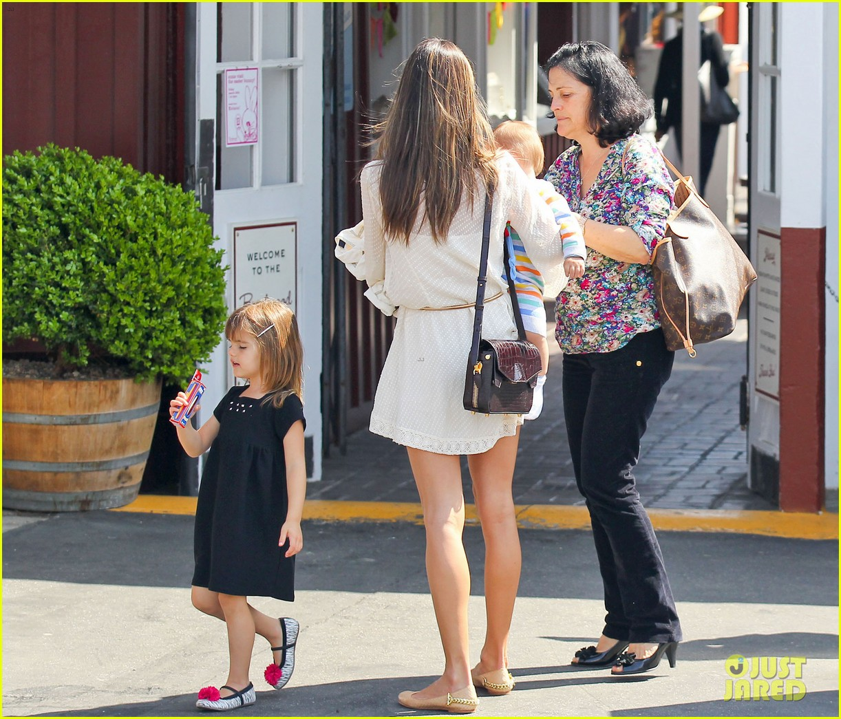 alessandra ambrosio country mart with the kids 07