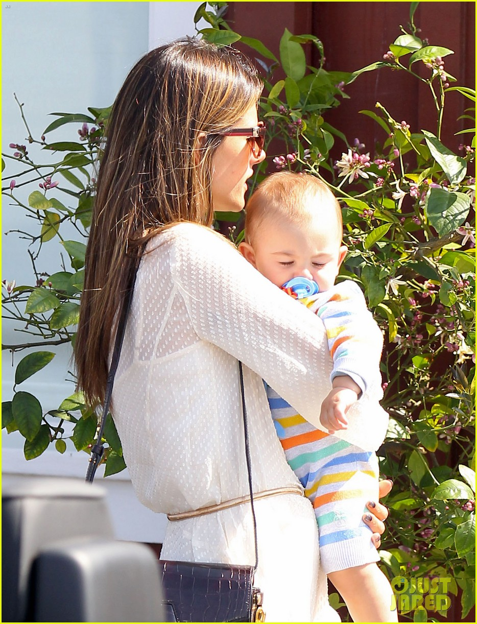 alessandra ambrosio country mart with the kids 12