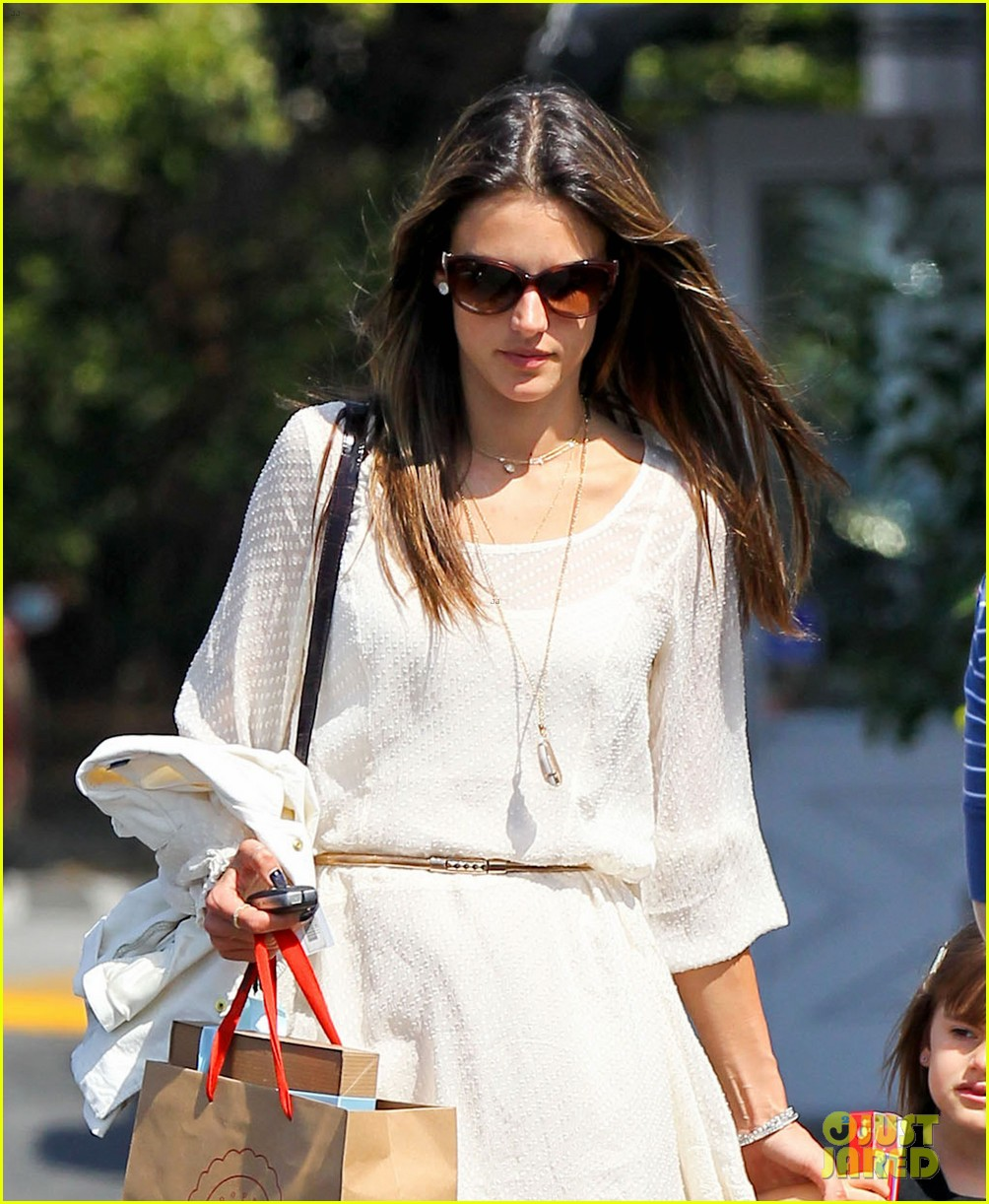 alessandra ambrosio country mart with the kids 19