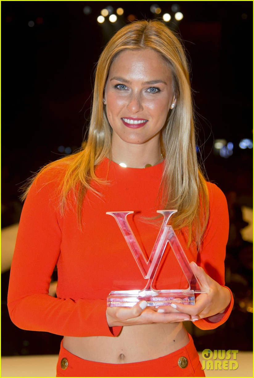 bar refaeli style icon winner at vienna awards 12