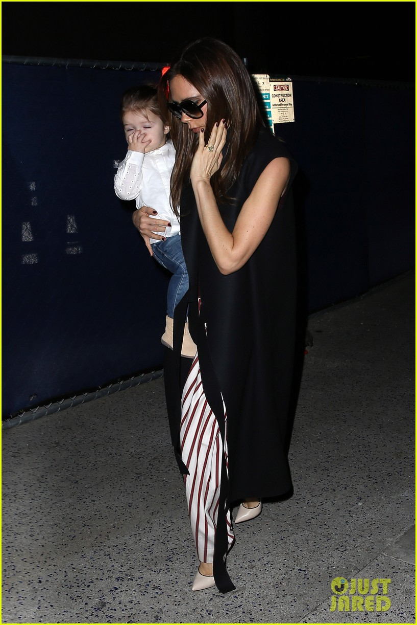 victoria beckham kids arrive in la david beckham practices in paris 01