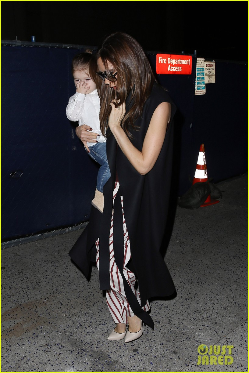 victoria beckham kids arrive in la david beckham practices in paris 12
