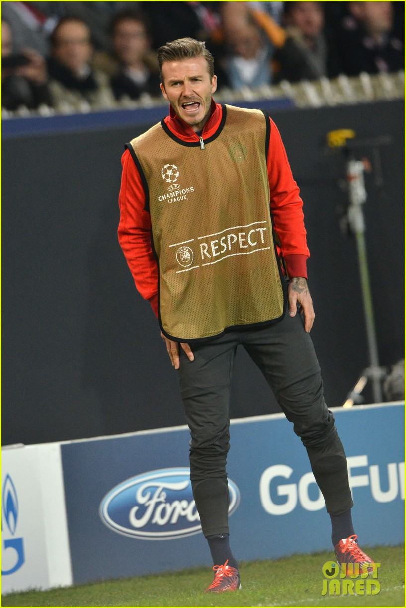 david beckham cheers on the sidelines for psg 15