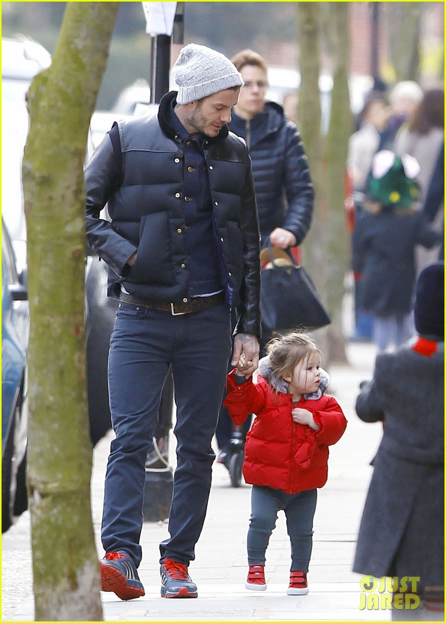 david beckham holding hands with harper 16