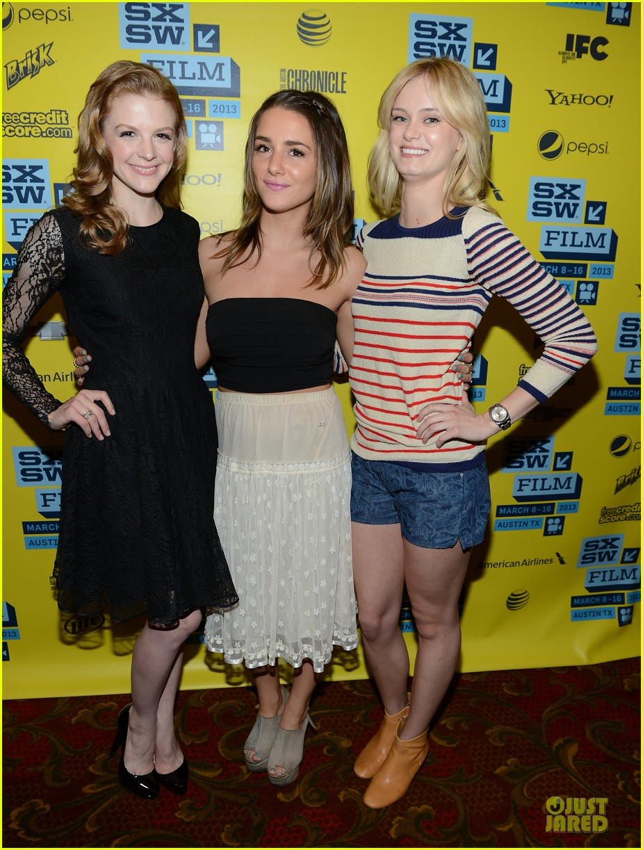 ashley bell sara paxton the bounceback photo op at sxsw 01