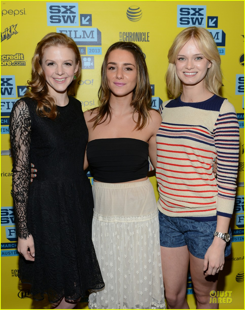 ashley bell sara paxton the bounceback photo op at sxsw 17