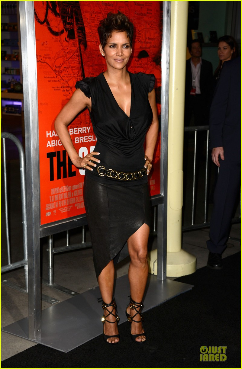 halle berry abigail breslin the call hollywood premiere 05