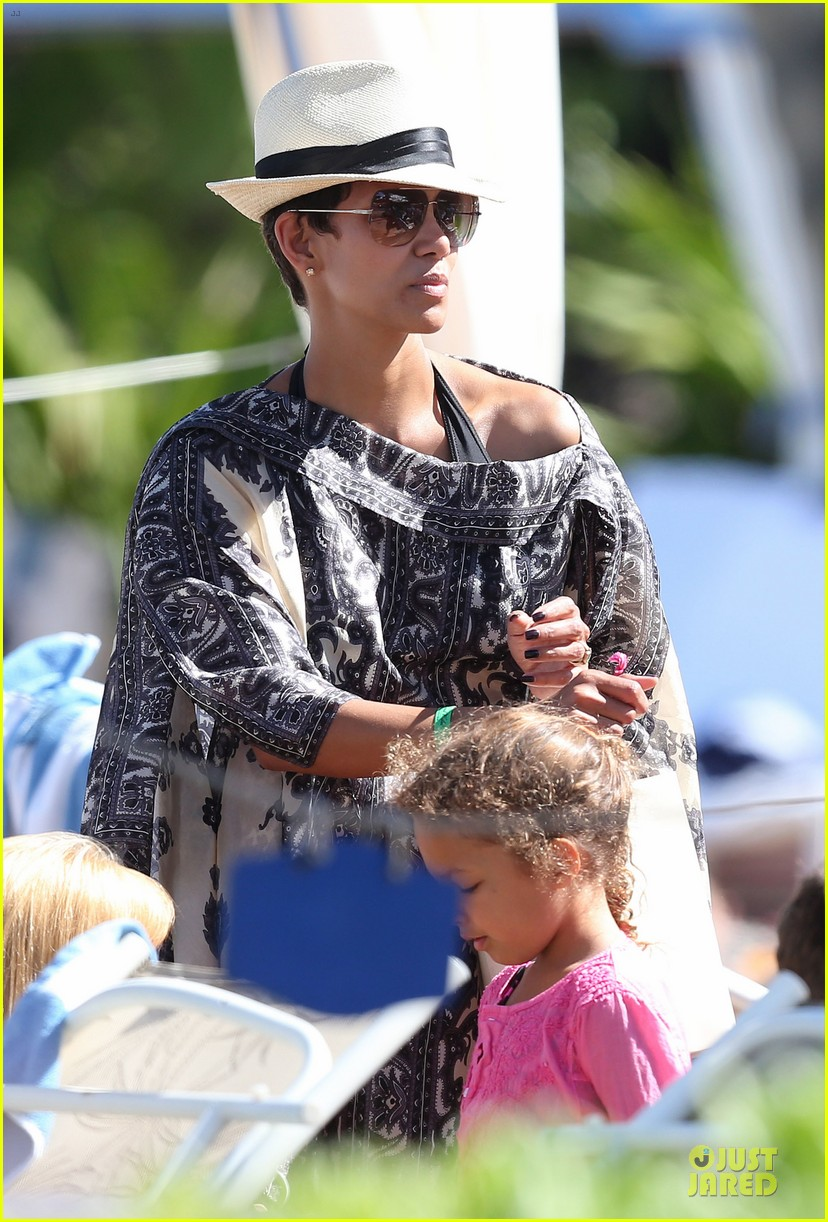 halle berry nahla henna tattooing mother daughter duo 11