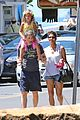 halle berry nahla henna tattooing mother daughter duo 05