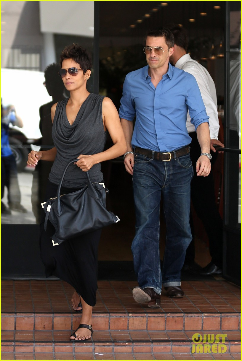 halle berry olivier martinez fig olive lunch 01