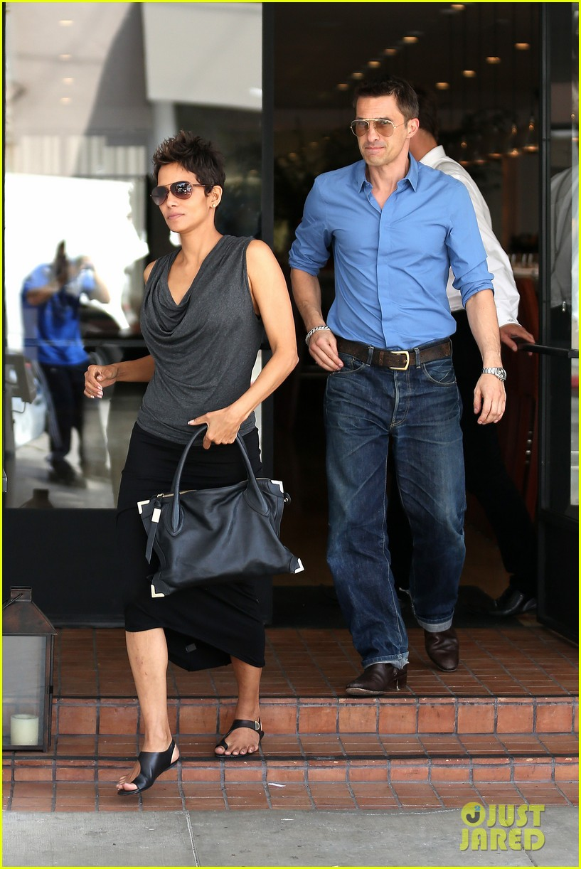 halle berry olivier martinez fig olive lunch 102837590