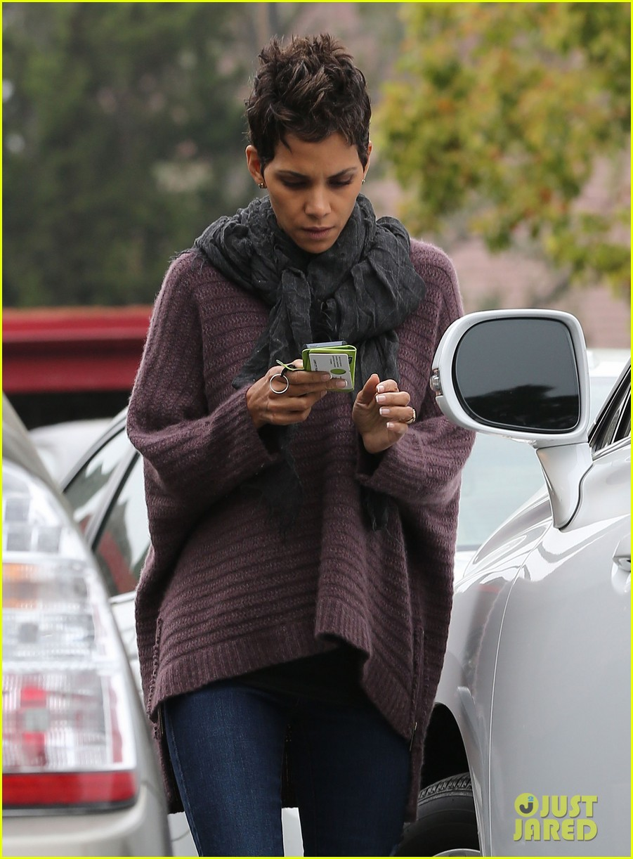 halle berry talks the call poodle hairdo 04
