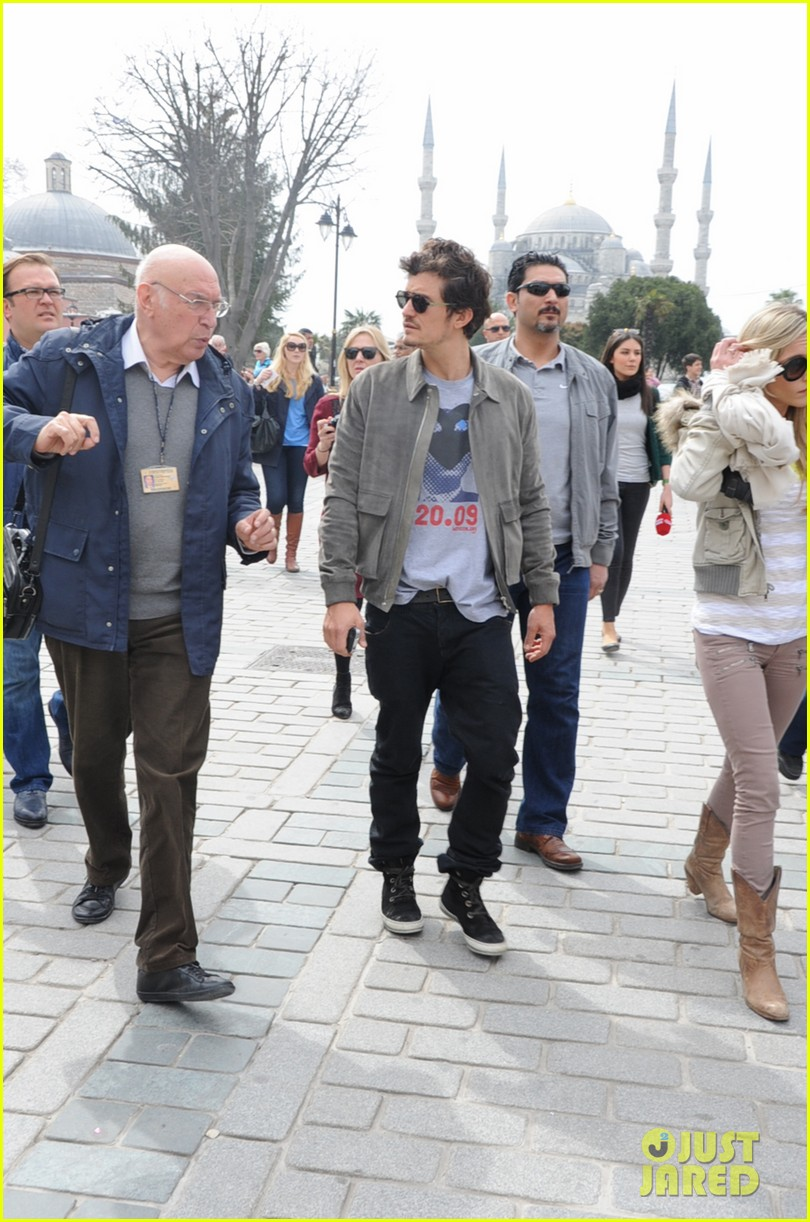 orlando bloom sightseeing in istanbul 15
