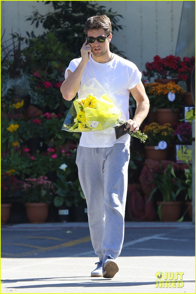josh bowman flower delivery guy 01