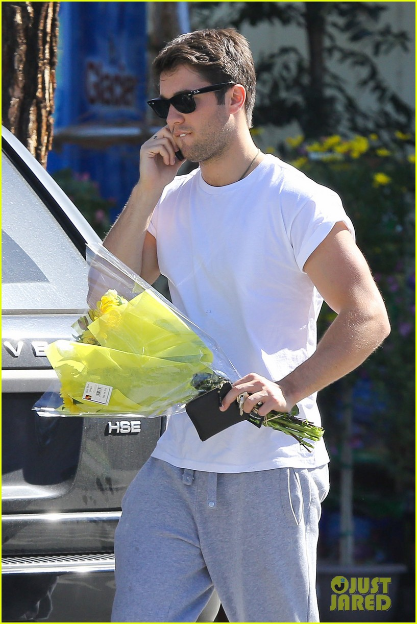 josh bowman flower delivery guy 02