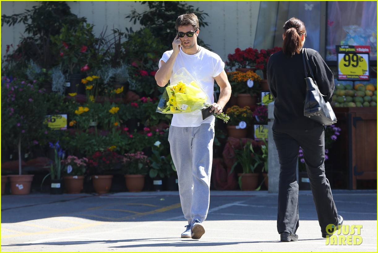 josh bowman flower delivery guy 05
