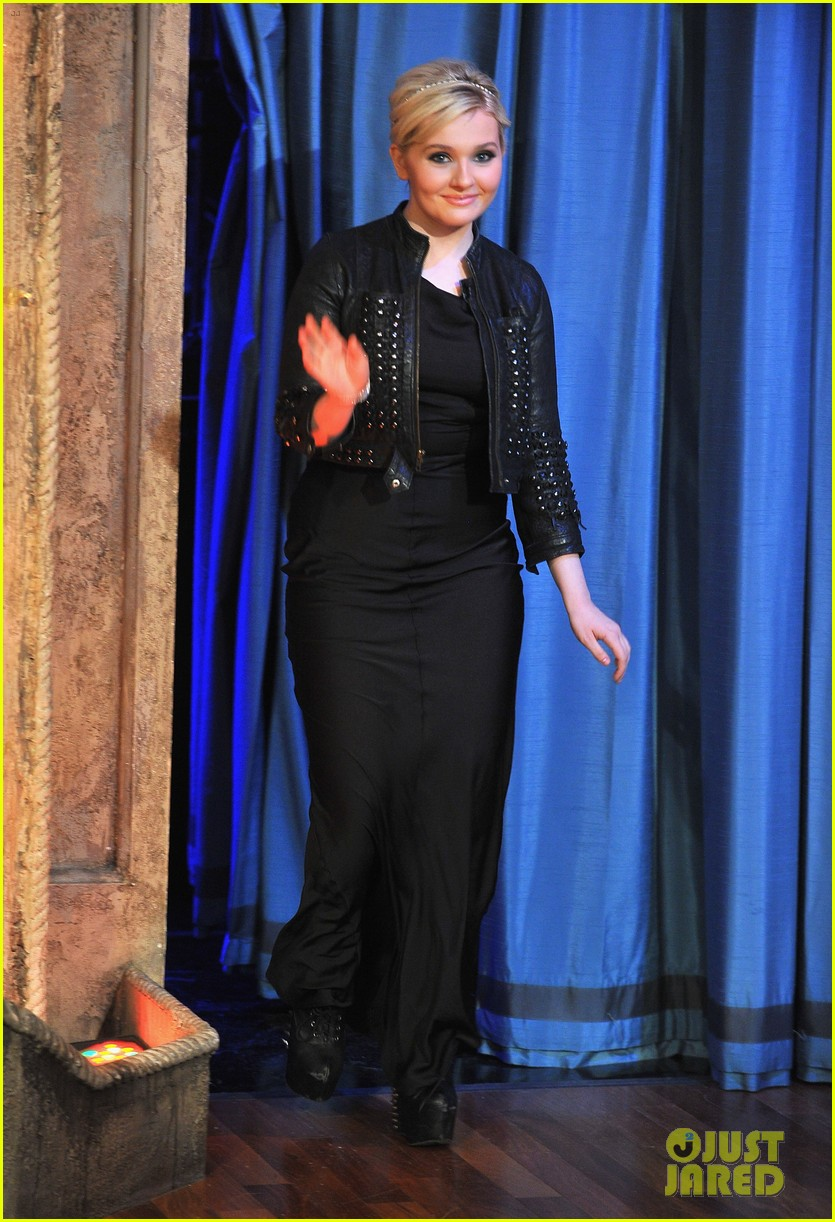 abigail breslin late night with jimmy fallon appearance 03