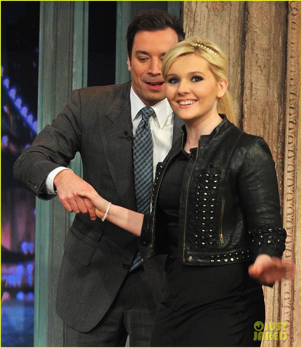 abigail breslin late night with jimmy fallon appearance 05