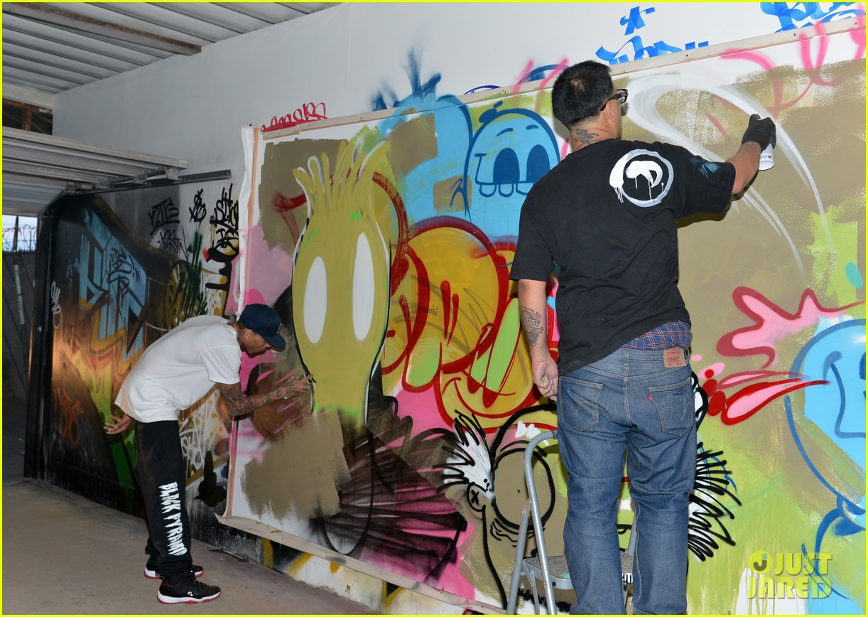 chris brown creates graffiti artwork for charity 11