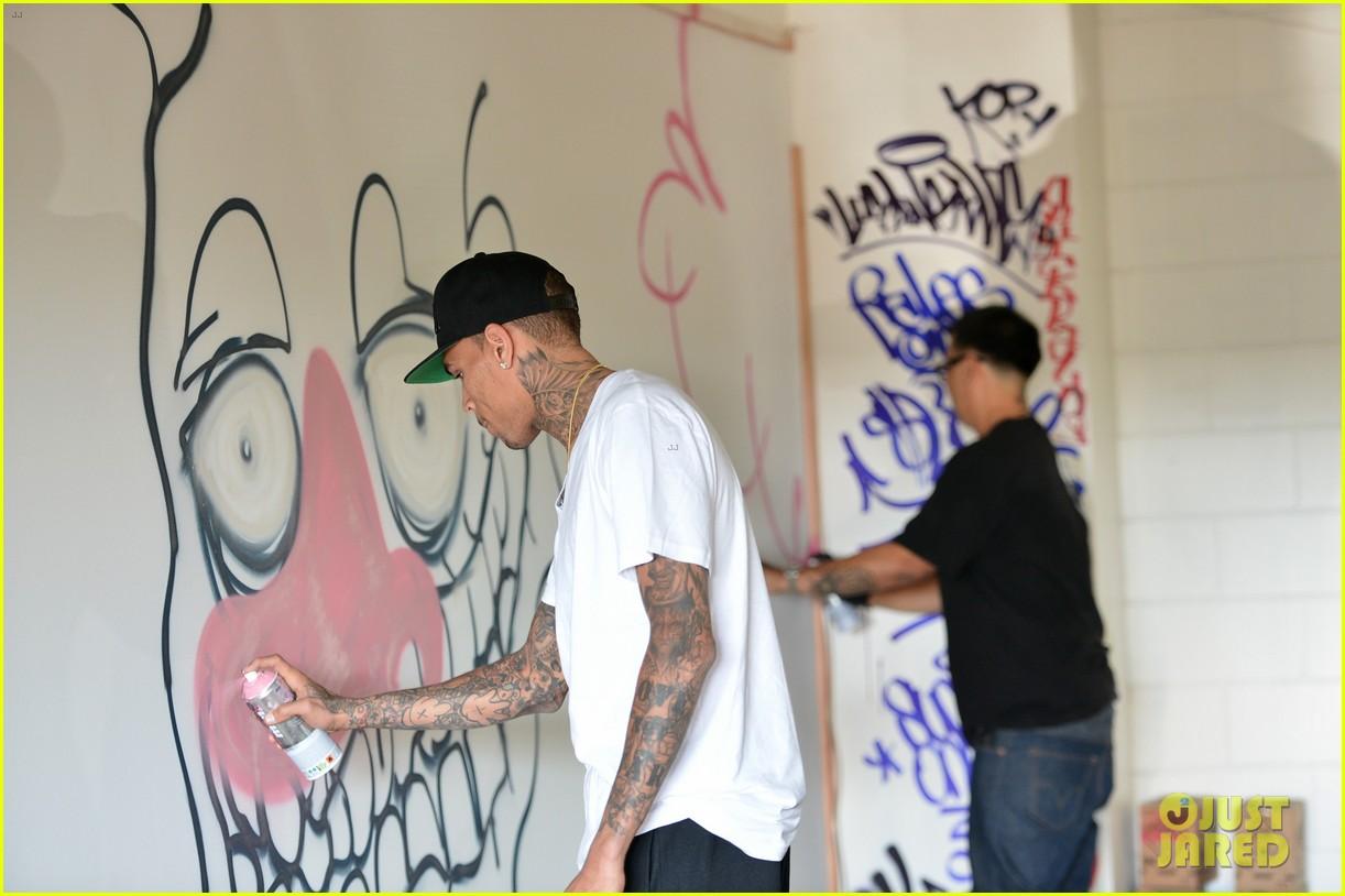 chris brown creates graffiti artwork for charity 13