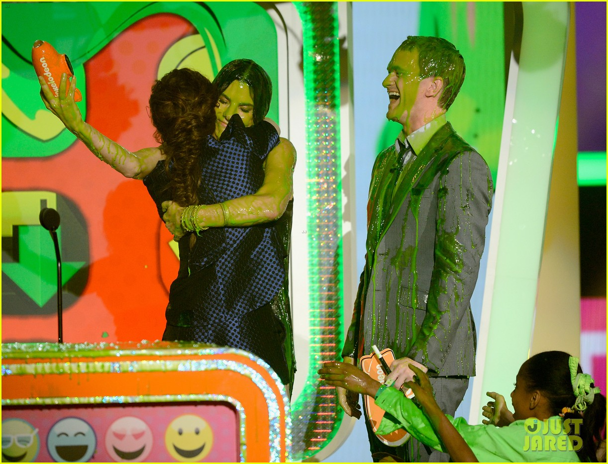 sandra bullock neil patrick harris slimed at kcas 2013 112836555