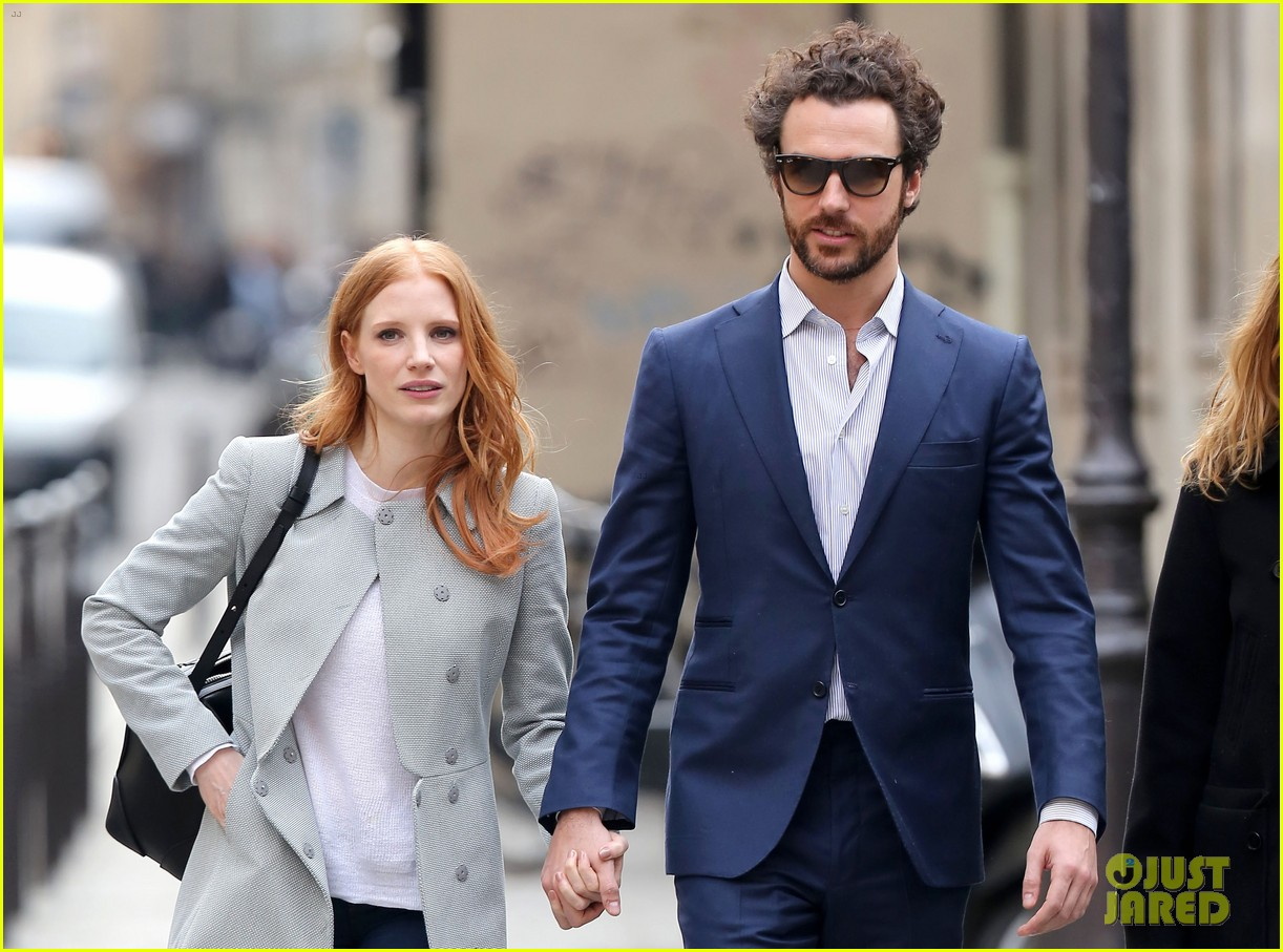 jessica chastain gian luca passi de preposulo hold hands in paris 142826194