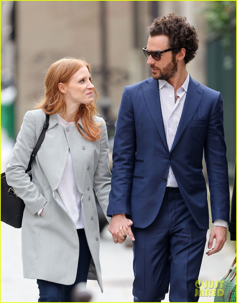 jessica chastain gian luca passi de preposulo hold hands in paris 17