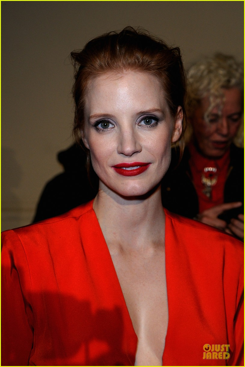jessica chastain saint laurent fashion show 06