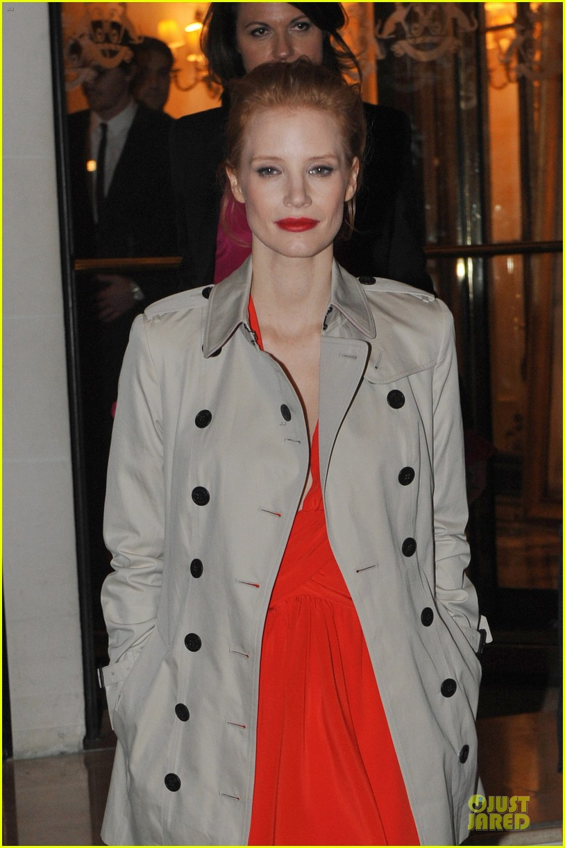 jessica chastain saint laurent fashion show 08